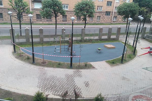 Бесшовное резиновое покрытие для детских спортивных площадок